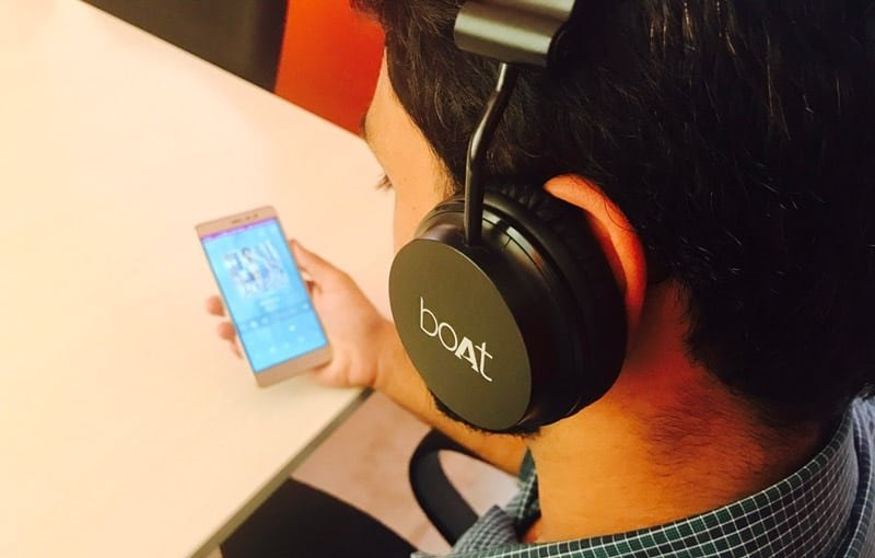 Bluetooth Headphone Price In India The Best And The Cheapest Mobygeek Com